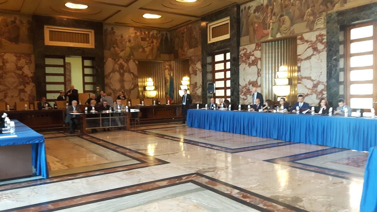 Comune di Salerno, in Consiglio bagarre in maggioranza per l ...