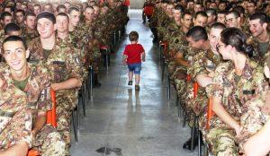 Un bambino talassemico tra i volontari dell'Esercito